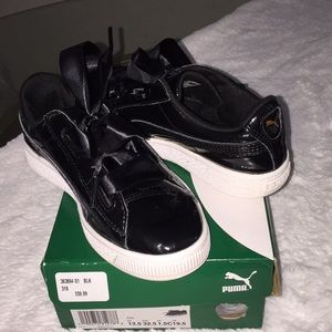 Black and Ribbon Puma Girls Sneakers